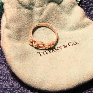 🌹Tiffany & Co Knot Ring 🌹